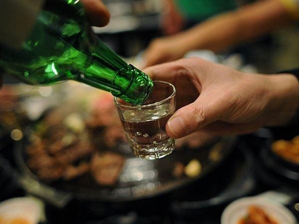 Mơ thấy uống rượu đánh con gì xác suất trúng thưởng cao nhất?